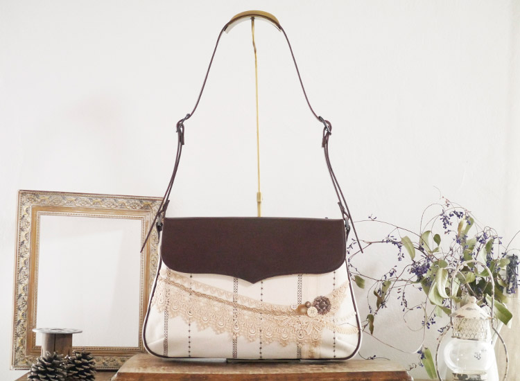 :刺繍ストライプのショルダーバッグ